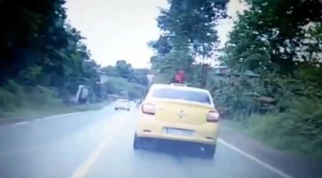 Dolmuş beklerken otomobilin çarptığı kadın hayatını kaybetti