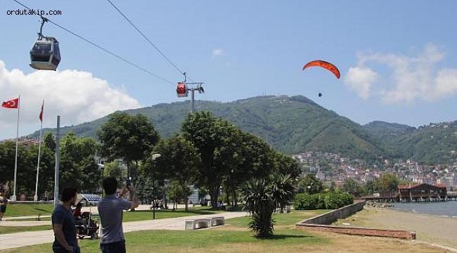 15 Temmuz şehitleri anısına yamaç paraşütüyle uçtular