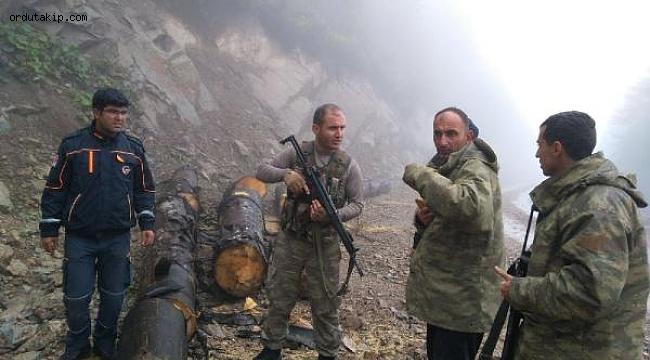 Ormanda kaybolan 2 kişiden biri hayatını kaybetti