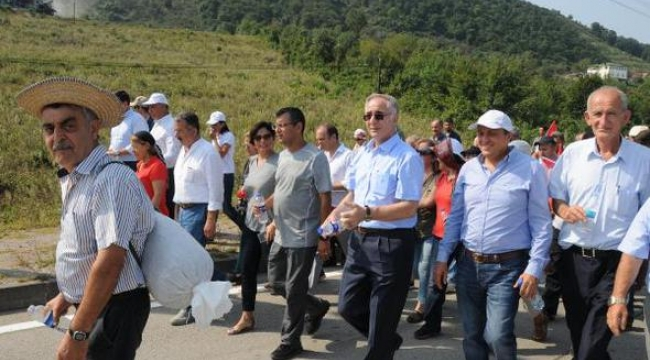 CHP fındık için 2 gündür Ordu'dan Giresun'a yürüyor