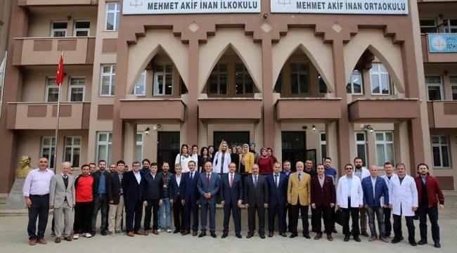 Vali Seddar Yavuz okulları ziyaret etmeye devam ediyor