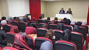Vali Yavuz'un eşi okul ziyaretlerinde