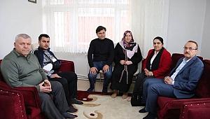 Vali Yavuz ve Bayan Yavuz, Şehit ve Gazi Ailelerini Ziyaret Etti