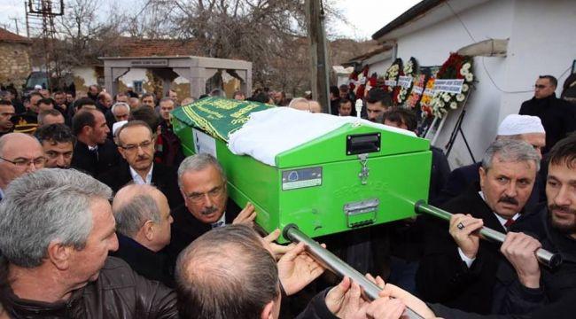 Vali Yavuz'un vefat eden annesi uğurlandı