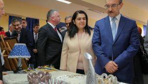 Huzurevi'nde sergi açıldı! Yaşlılar Haftası Kutlanıyor