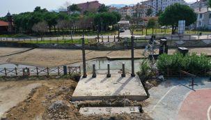 Sahildeki Yaya Köprüsü Yenileniyor
