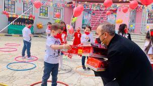 Vali Sonel, Çocuklara Bayram Sevinci Yaşattı